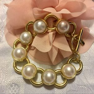 Classy Pearl Bracelet